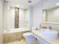 Elite Triple Bathroom @ Casa Real Hotel